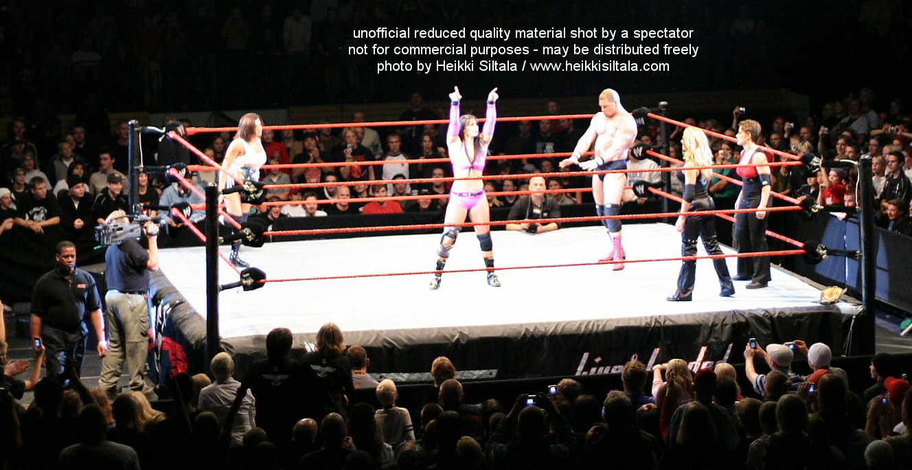 Trish Stratus & Molly Holly vs Victoria & Nidia